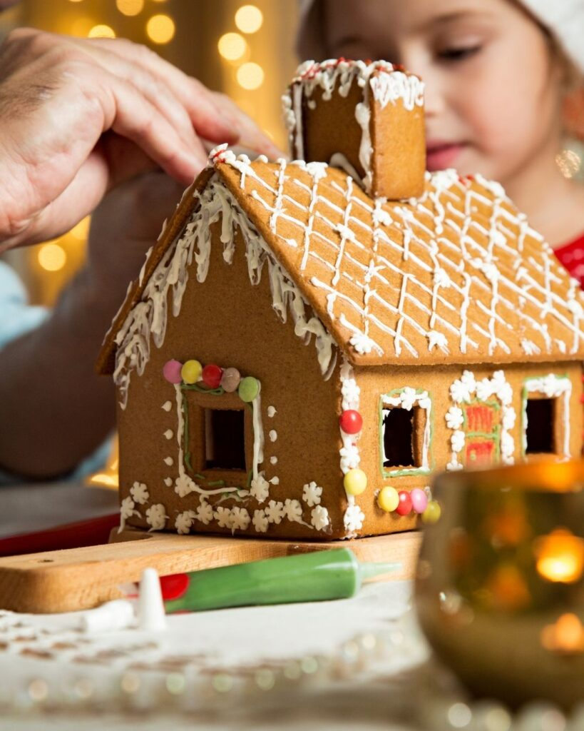 Christmas Morning Traditions - Make Gingerbread house